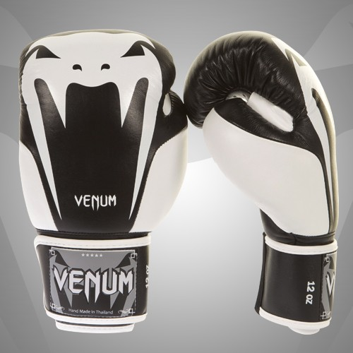 Venum Giant 2.0 Boxing Gloves2