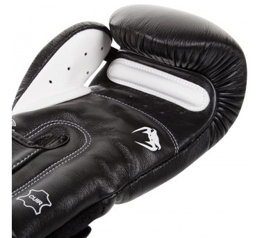 Venum Giant 3.0 Boxing Gloves2