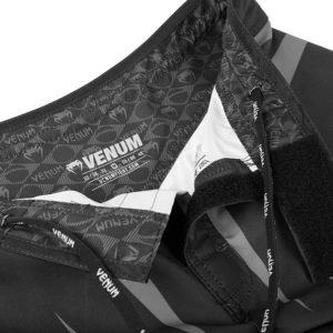 "Venum ""Sharp Silver Arrow"" Fightshorts - Black/Silver"